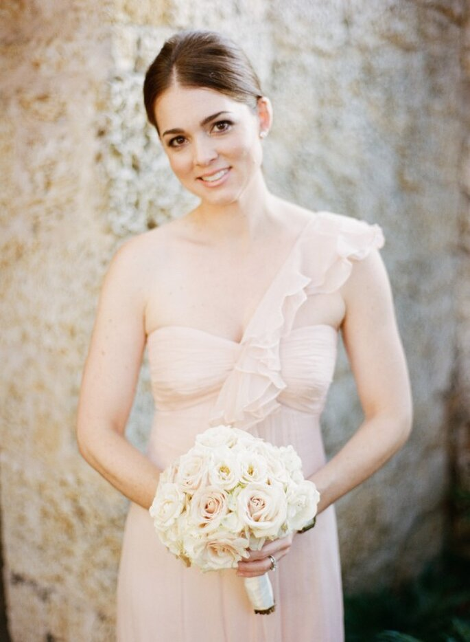 Colores neutros en los vestidos de tus damas de boda - Foto Julie Cate Photography