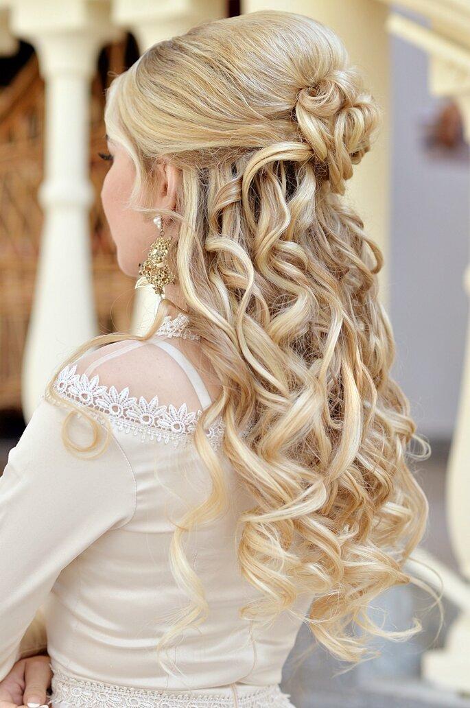 Peinados de novia para pelo rizado