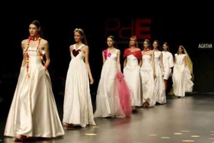 Vestidos de novias con colores de Ágatha Ruiz de la Prada
