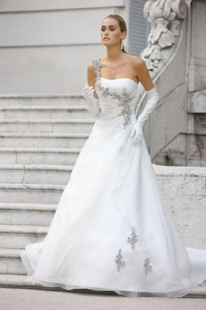 Hochzeitstraum in Weiß Ladybird-Kollektion 2012 - Photo © www.arnoldhenri.com