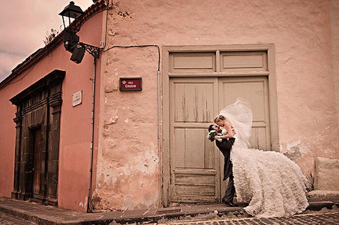 Fotos de bodas originales y espontáneas con El Marco Rojo