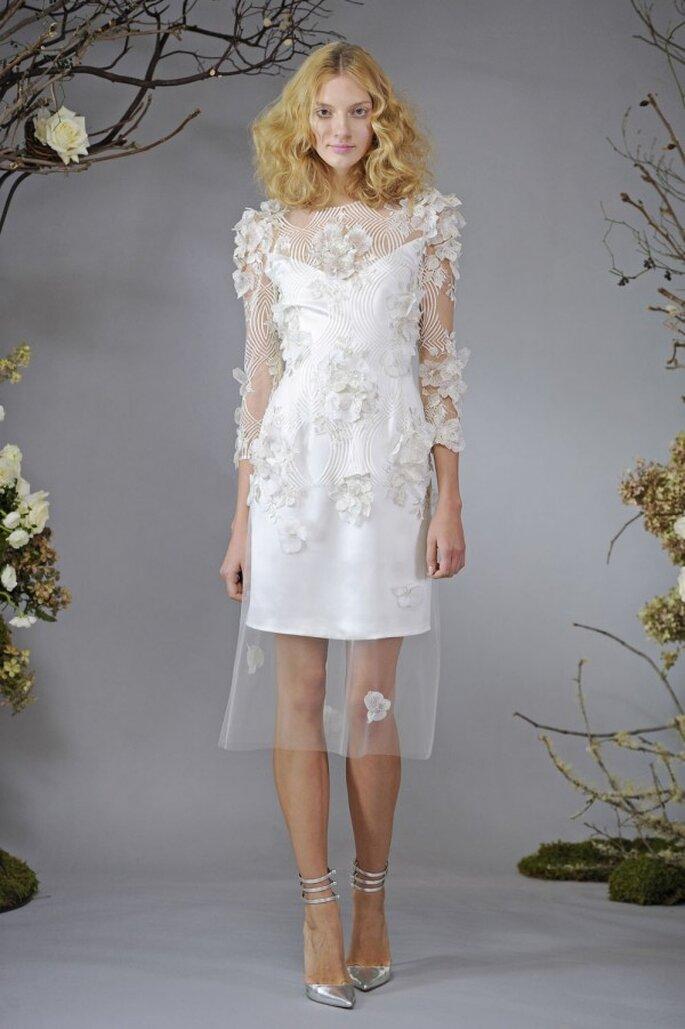 Vestido de novia con detalles de flores en relieve - Foto Elizabeth Fillmore