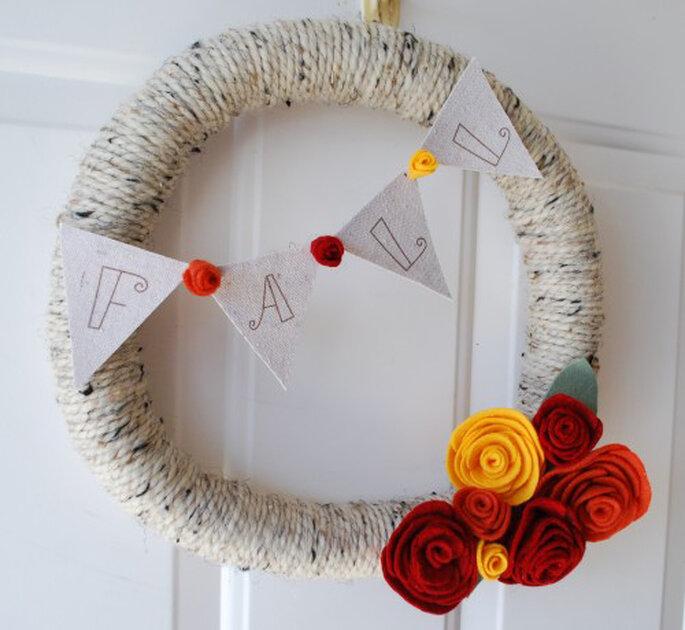 Corona de hilo de otoño vía Creations by Kara.