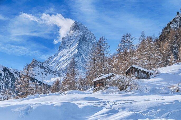 berg mit schnee bedeckt