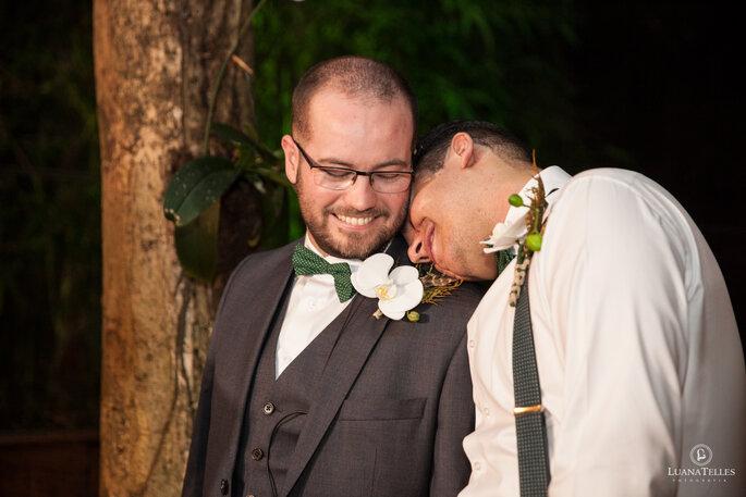 Dois-Maridos-amor-celebramos-o amor-com-muita-cor