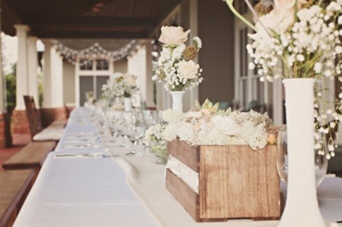 Montaje en color blanco y nude con huacales y flores en la misma gama de colores - Foto J. Layne Photography