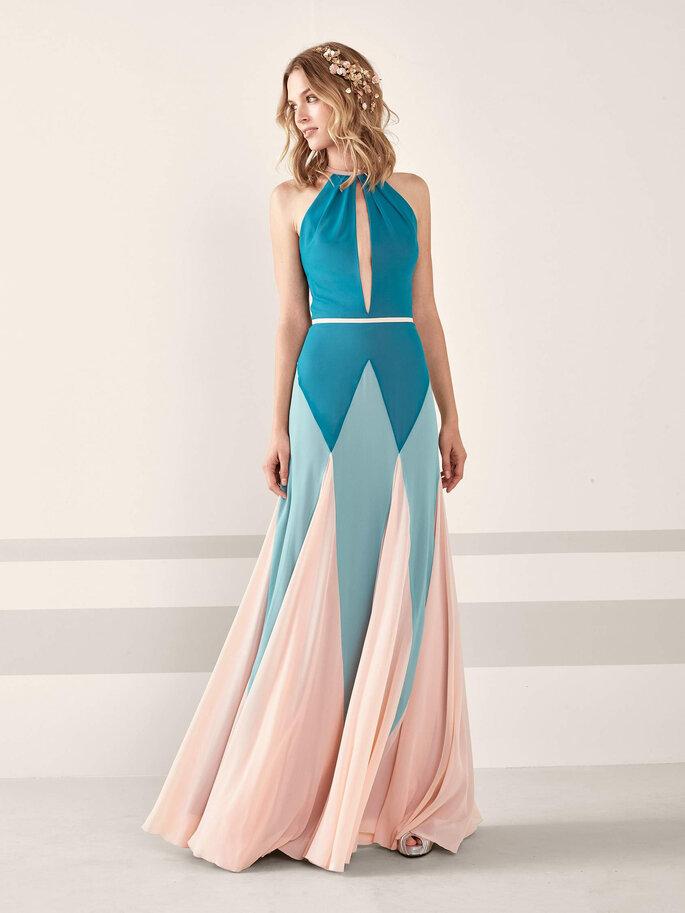 Vestido de fiesta azul combinado con rosa y escote cut out