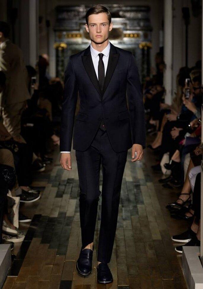 Traje para novio clásico y elegante en color negro - Foto Valentino