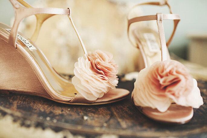 Presume tus increíbles zapatos de novia en lindas tomas - Foto Juan Maclean Photography