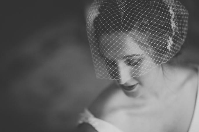 Un tocado de red se verá perfecto en tus fotos de boda estilo vintage - Foto Olivia Leigh