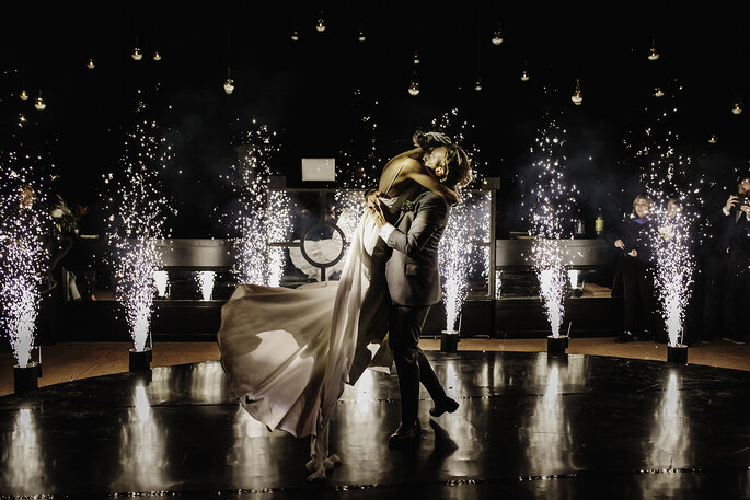 Boda en Pátzcuaro novios bailando en fiesta