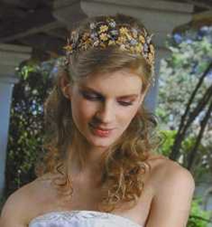 Tiara ecológica con flores en tonos pastel
