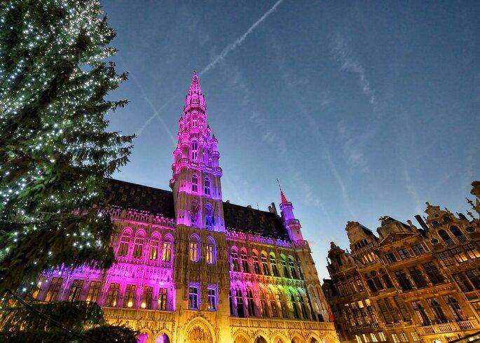 Christmas illumination of Grand Place in Brussels, BelgiumNúmero de la imagen168661958Derecho de autor skyfish