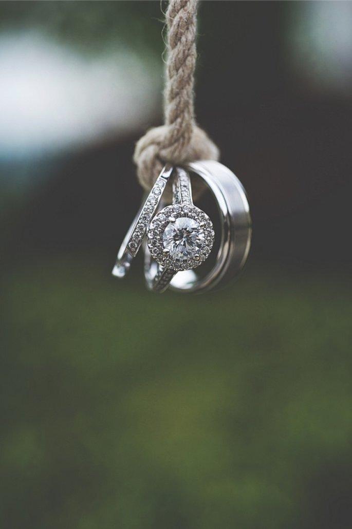 En qué mano se ponen el anillo de compromiso y la alianza