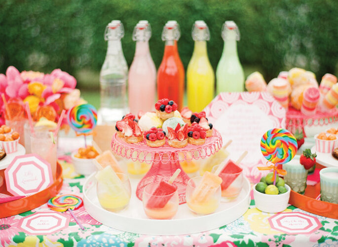 Mesa de postres decorada con colores cítricos - Foto KT Merry Photography