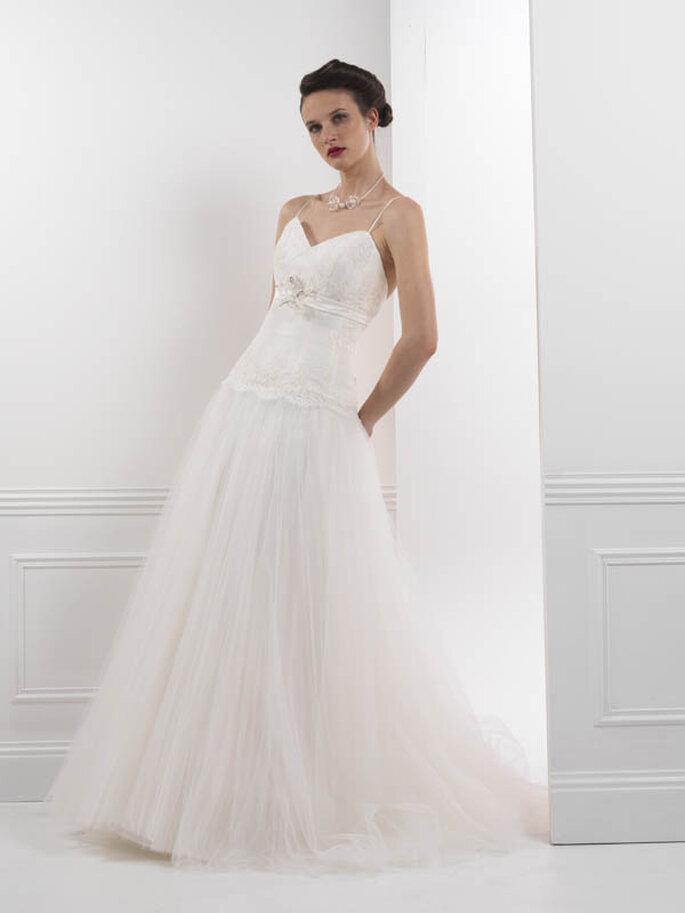 Robe de mariée blanche, quoi de plus féminin et raffiné ? - Créations Bochet, modèle Illiade
