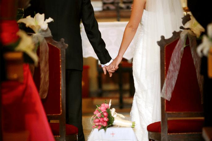 Mariage au coeur de l'été à l'autre bout de la France : on motive ses invités ! - Photo : Byfotografos