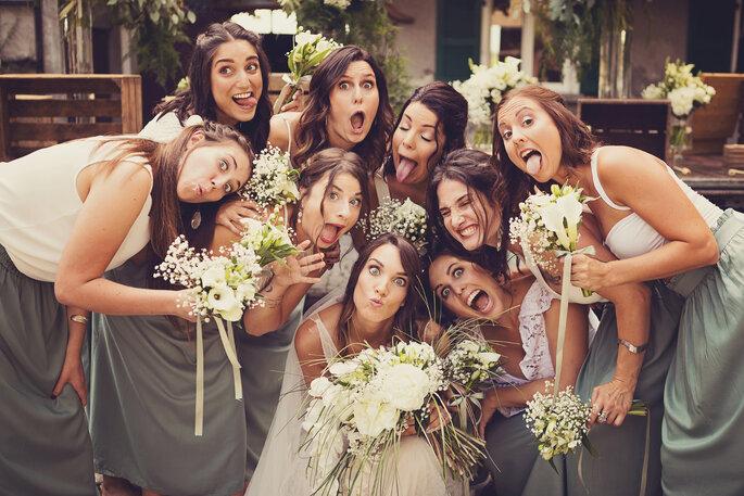 Hochzeitsfoto. Foto mit Braut und ihren Brautjungfern