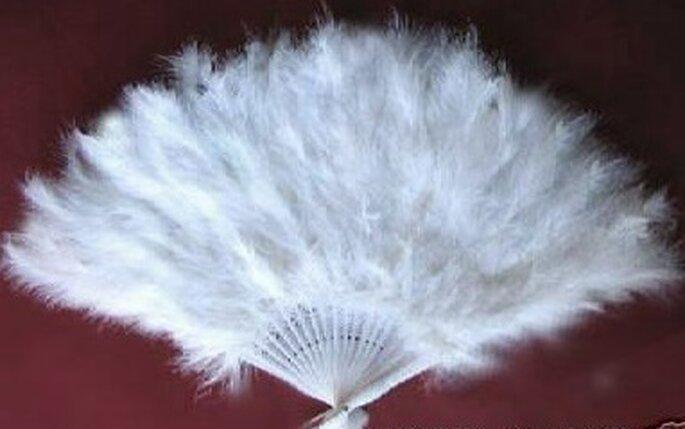 Abanico confeccionado con plumas para novia