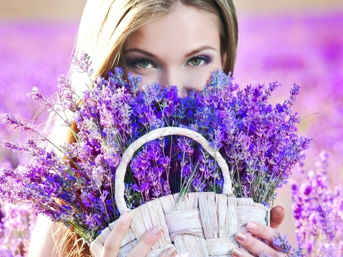 Violeta y blanco: una combinación perfecta. Foto vía shutterstock