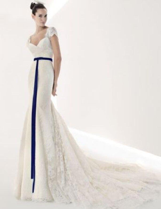 los mejores detalles en azul para tu vestido de novia