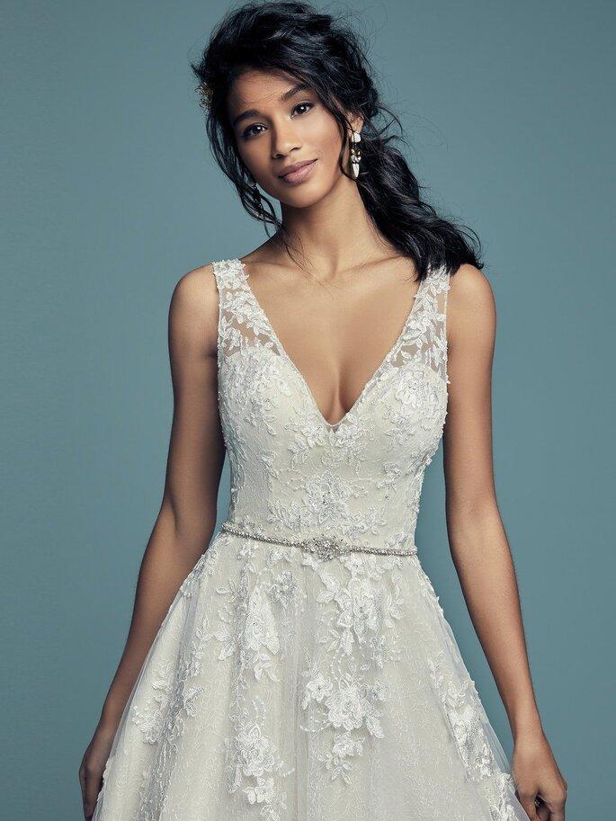 Maggie Sottero Vestido de novia con encaje corte línea A con escote en V con detalles de encaje en todo el vestido con adorno de cinturón de pedrería