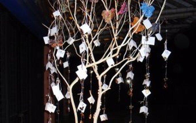 I desideri degli invitati su un albero ecologico