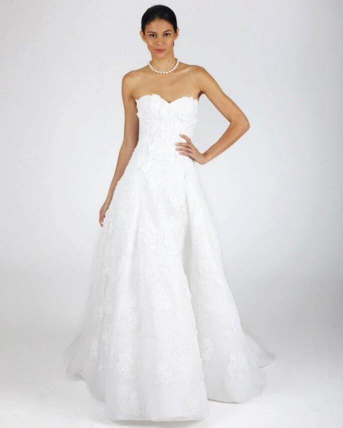 Vestido de novia para otoño con corte simple y escote strapless - Foto Oscar de la Renta