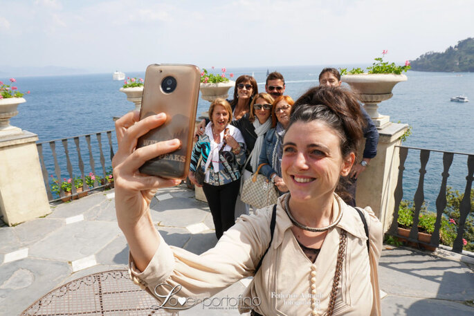Il tormentone del weekend: i selfie con l'intruso