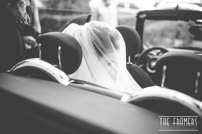La sposa nell'auto prima di entrare in chiesa - Foto: The Framers
