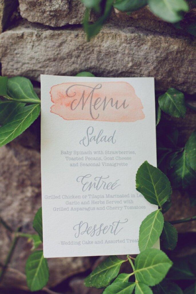 Un menú impreso con los más lindos brochazos de acuarela - Foto Amy Nicole Photograohy