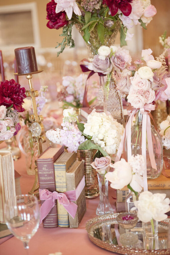 Libros para decorar tu boda - Whitney Rae Photography