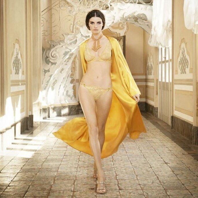 Puedes elegir un conjunto de lencería en color amarillo intenso - Foto La Perla