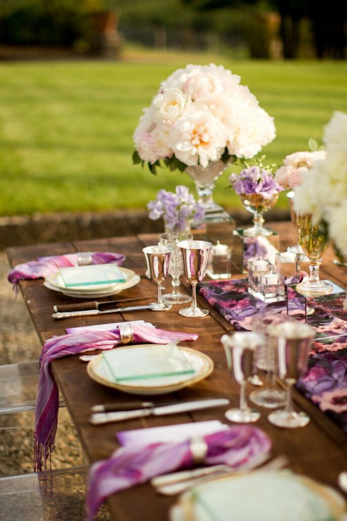 Detalles en color violeta para la decoración de tu boda - Foto Mike Larson Photographers