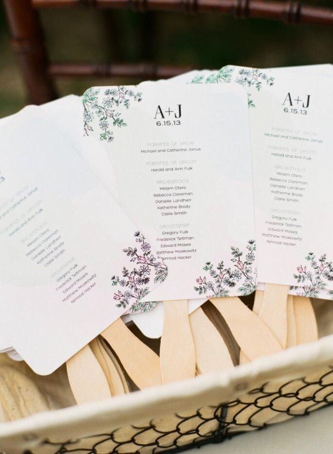 Abanicos para una boda en verano - Foto Katie Stoops Photography
