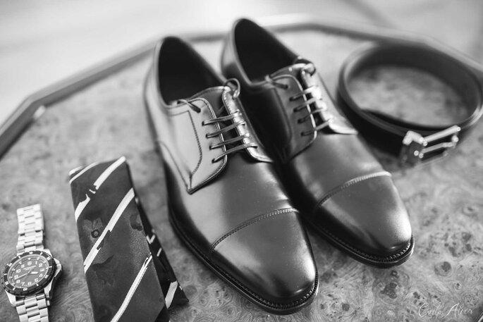 Gravata: Armani - Sapato do noivo: Salvatore Ferragamo - Foto: Carla Alves Fotografia