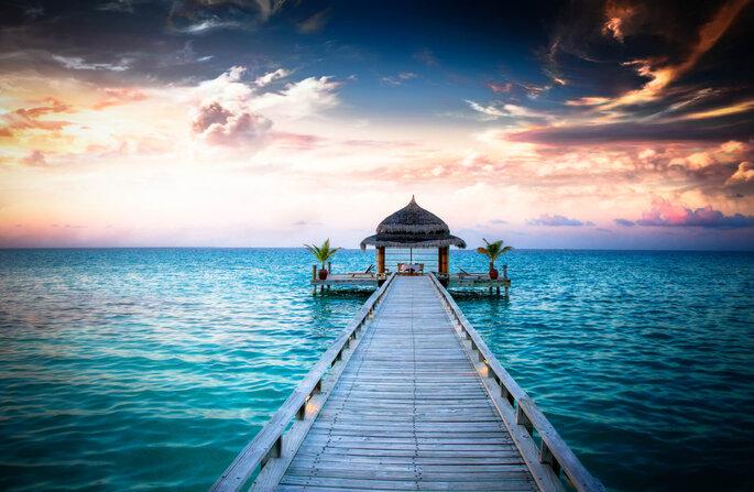 Cenador idílico en el agua, Islas Maldivas