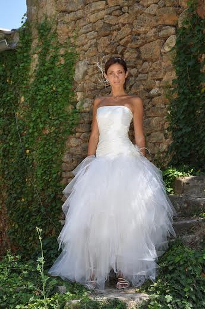 Coupes parfaites et étoffes de prestige caractérisent les robes Les Mariées de Provence 2014