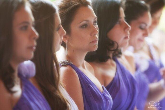 Las damas de boda con vestidos de tendencia en colores morados - Foto Arturo AyalaLas damas de boda con vestidos de tendencia en colores morados - Foto Arturo Ayala