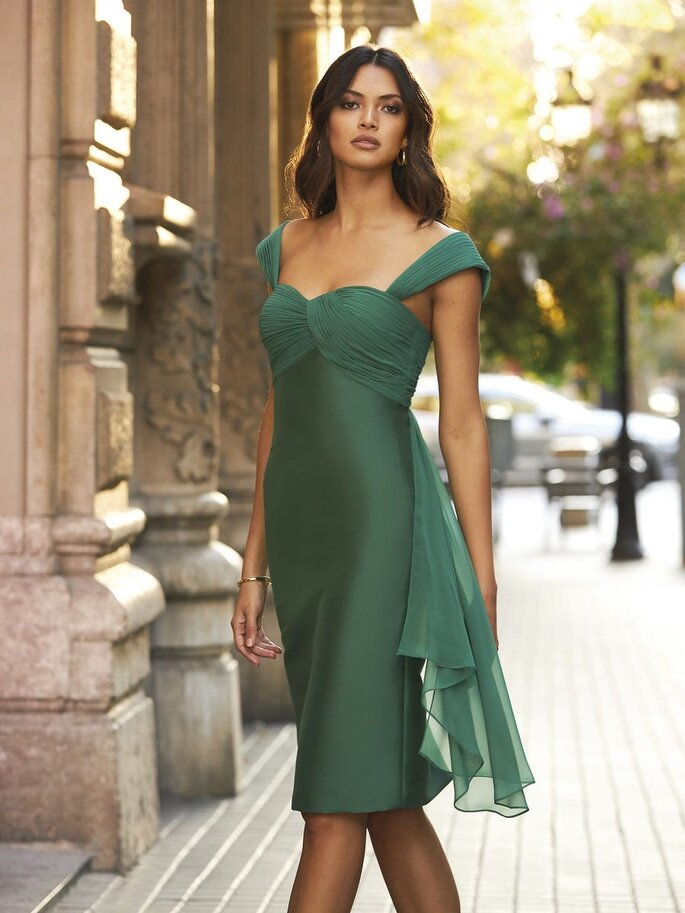 vestido cerimónia pelo joelho verde tropa com alças Pronovias 2021