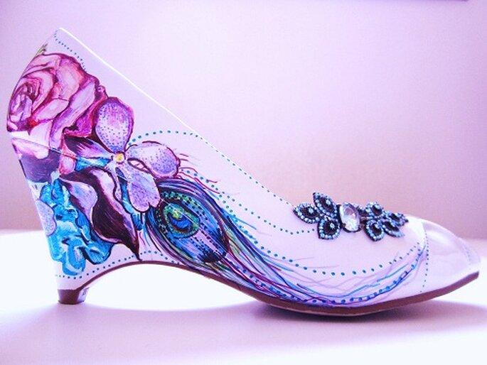 Zapatos de novia pintados a mano. Foto: LoveMirandaMarie