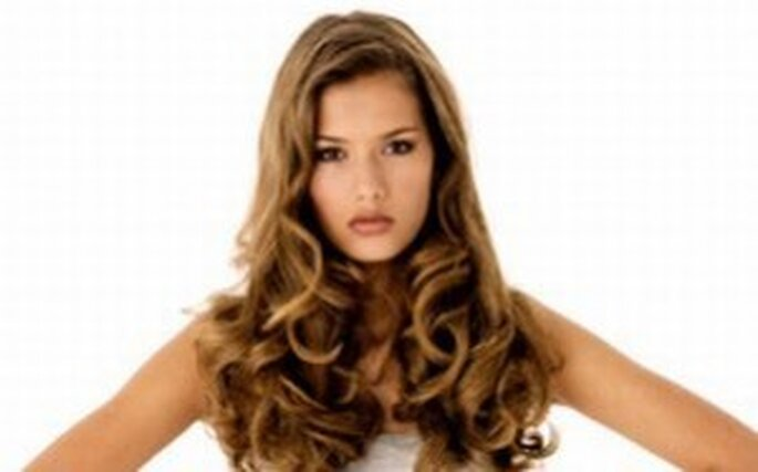 El pelo suelto es una excelente opción para el día de tu boda c7d37dc835e4