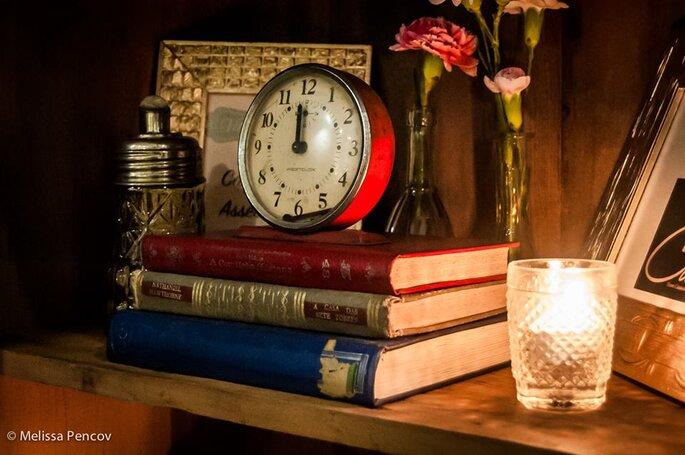 Decoração vintage relógio e livros