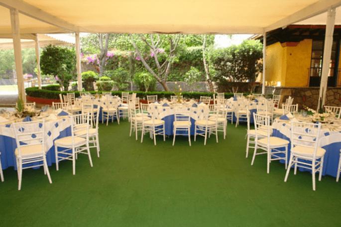 Montaje y decoración de boda al aire libre con carpa - Foto Grupo Montblanc