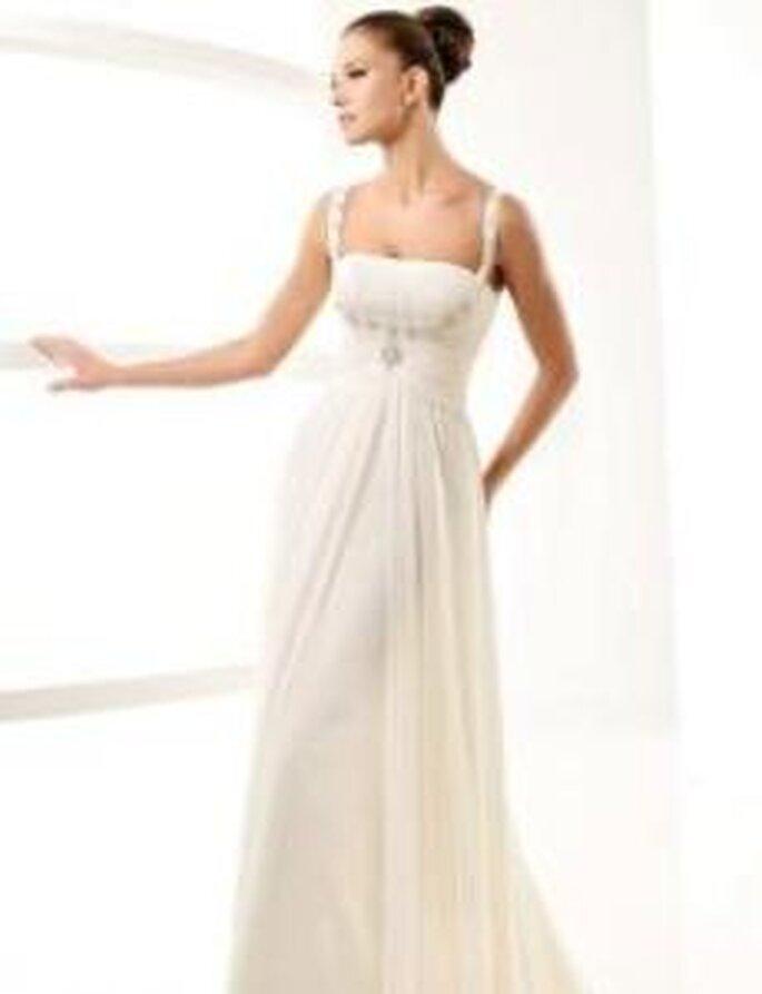 La Sposa 2010 - Label, vestido largo en seda plisada, talle alto, tirantes con pedrería
