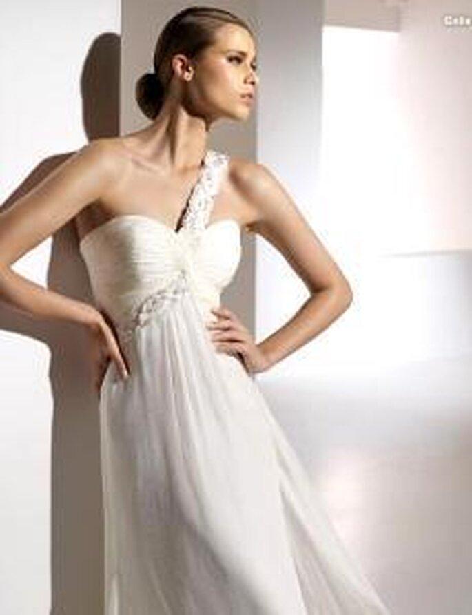 Pronovias 2010 - Galia, vestido largo en seda, escote transversal, corte imperio