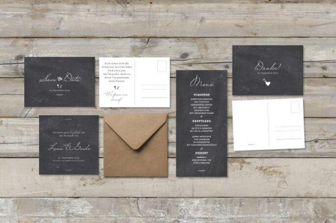 Auch Safe the date- und Tischkarten können kreativ aussehen – Foto: madewithlove