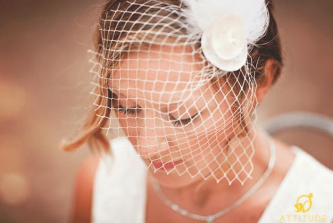 Brautfrisur mit Haarnetz. Foto: Fran attitudefotografia.com