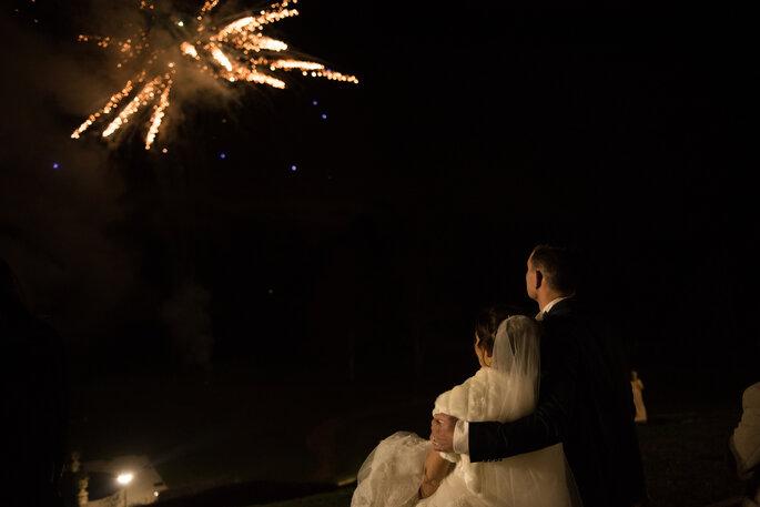 Photo : Domaine de Beauvois - une fois la nuit tombée, un superbe feu d'artifices illumine le ciel au dessus de Domaine de Beauvois