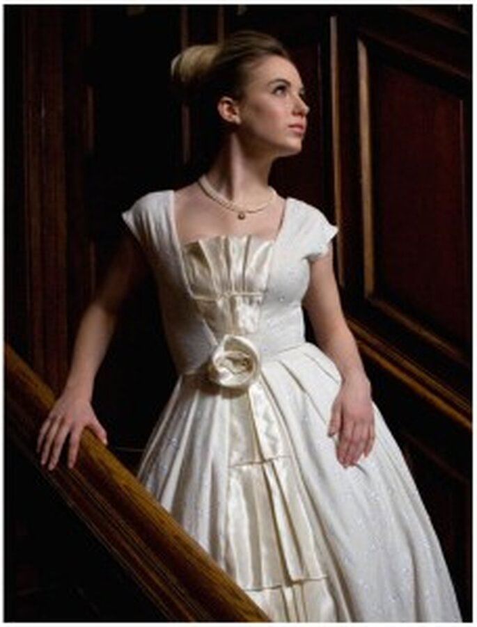 Vestido de novia plisado hecho en algodón orgánico con bordado de flores - Marsh ML